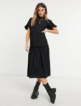 Tiered midi dress in black