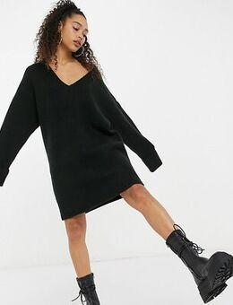 Slouchy v neck jumper dress in black