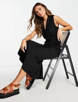 Belted midi dress in black