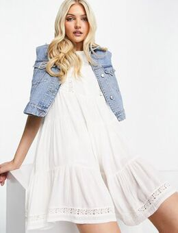 Smock tea dress in white
