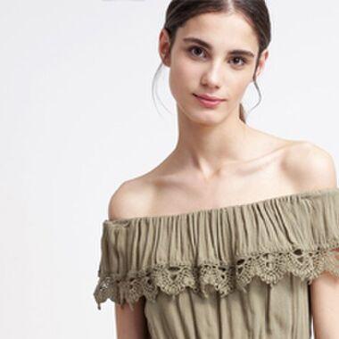 Weshalb wir Kleider mit Carmen-Ausschnitt lieben