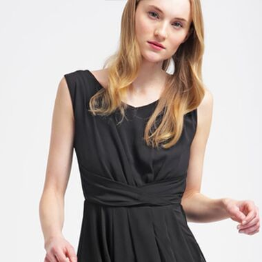 Ein Kleid für alle Anlässe – Diese 4 Kleider sollte jede Frau im Schrank haben!