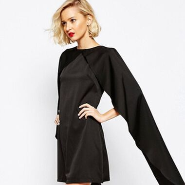Der perfekter Begleiter im Herbst: das Cape Kleid